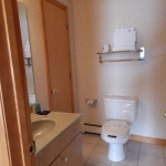 1,400 sq ft, 3 bedroom townhouse - Bathroom, vanity, and toilet