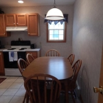 1,400 sq ft, 3 bedroom townhouse - Kitchen and dining area