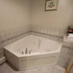 1,800 Sq. ft., 4 bedroom townhouse - jetted tub in the bathroom
