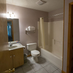 2,000 sq. ft. townhouse with 4 bedrooms - Guest bathroom and shower